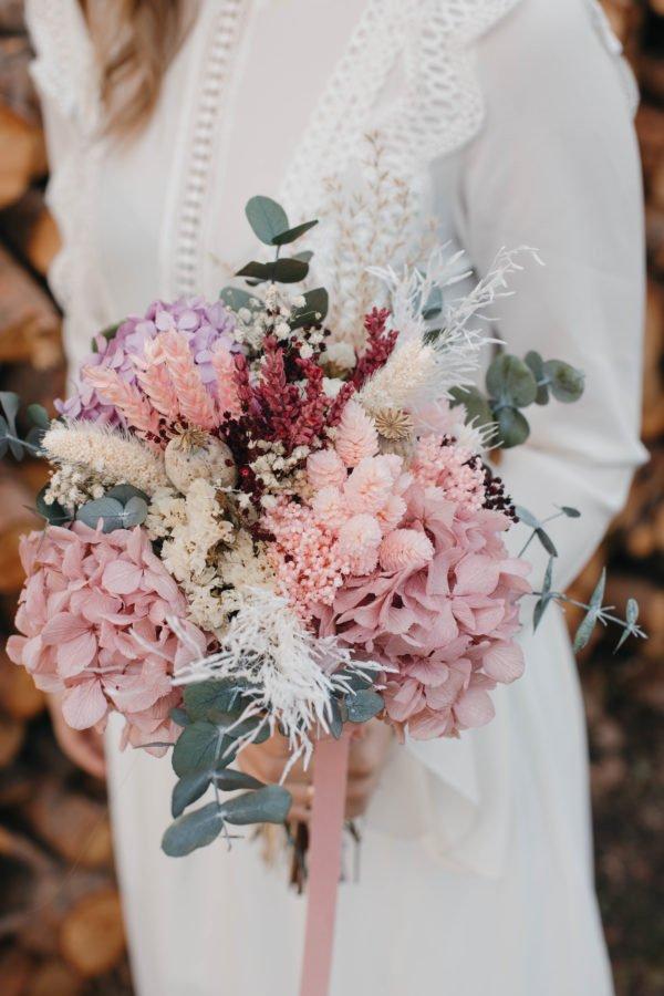 ramo de novia con hortensia malva