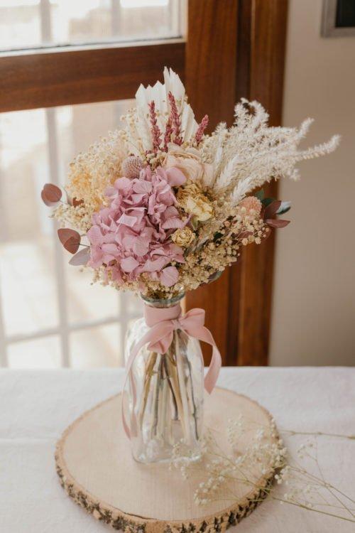 Ramo de flores secas y preservadas con pampa
