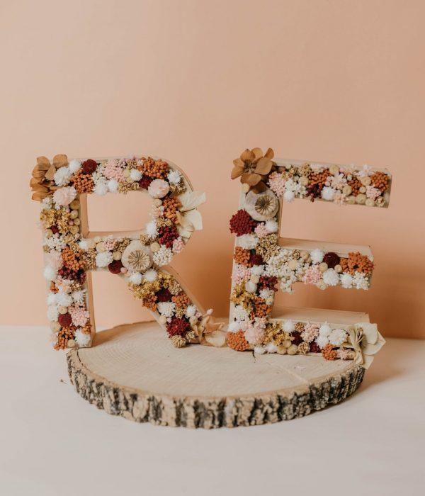 letra de flores preservadas