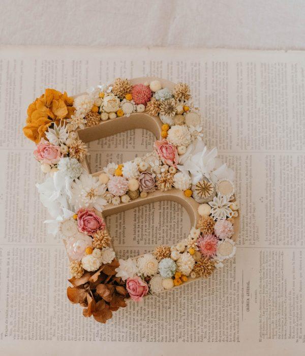 letra de flores secas